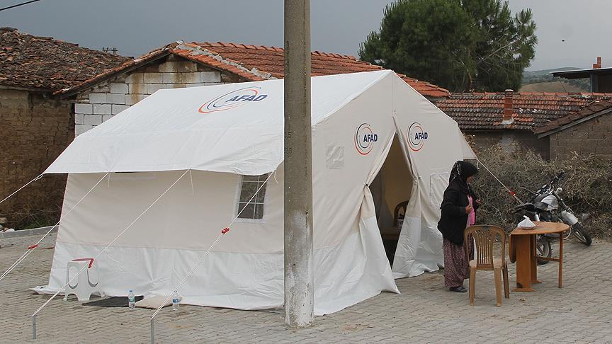 Manisa'da 32 aile için çadır kuruldu
