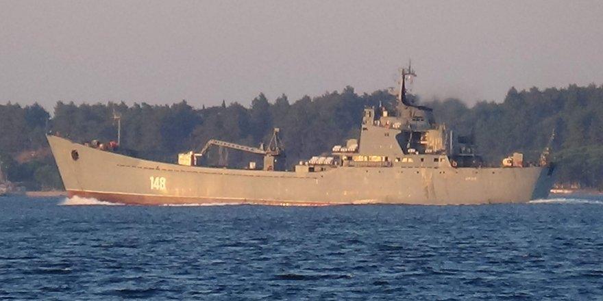 Çanakkale Boğazı'ndan geçen Rus savaş gemisinde dikkat çeken detay!
