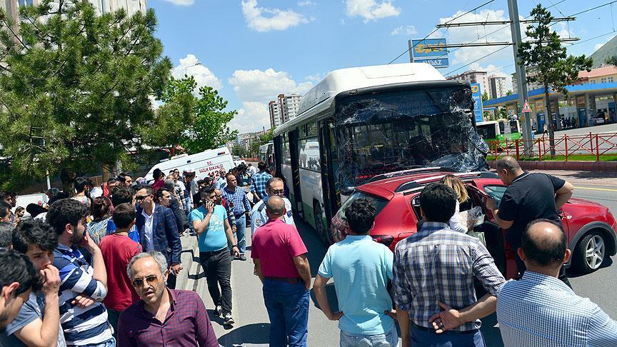 Kontrolden çıkan otobüs 7 aracı hurdaya çevirdi