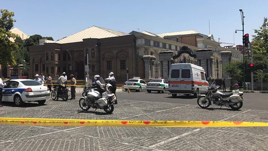 İran Meclisi'ne saldırı