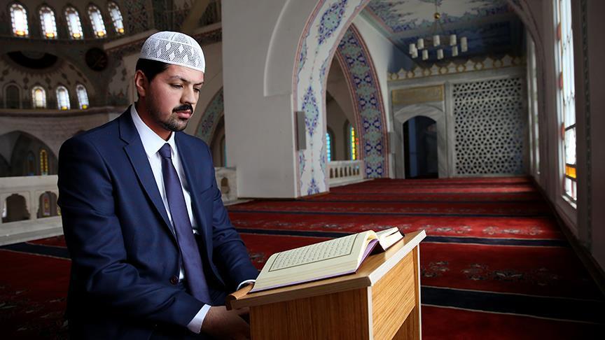 5 yaşından beri Kur'an okuyor