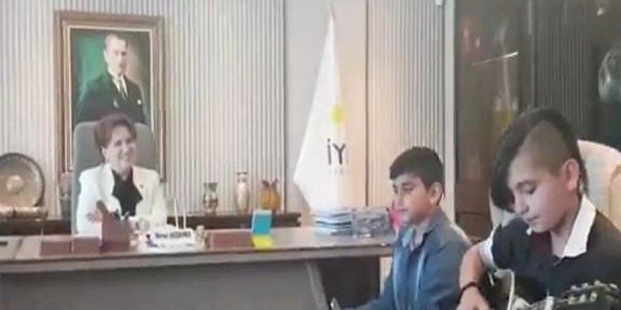 Gençlerden Meral Akşener'e 'Çırpınırdı Karadeniz' türküsü!