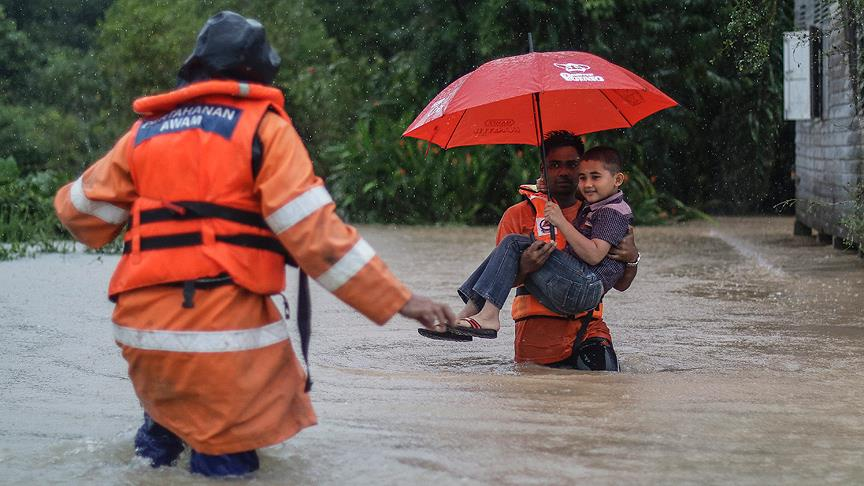 Malezya'yı sel vurdu