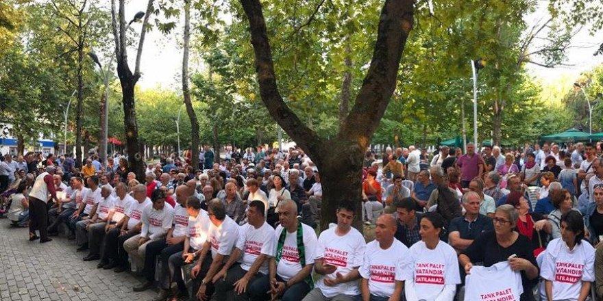 CHP, Tank Palet için oturma eylemi yaptı