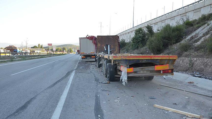 Tokat'ta kamyonet ile tır çarpıştı: 3 ölü, 2 yaralı