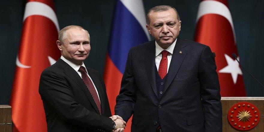 """Taha Akyol: """"Moskova'nın stratejisi askeri ilişkileri zaafa uğramış bir Türkiye"""""""
