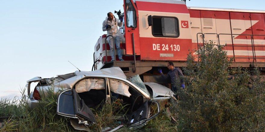 Sivas'ta lokomotif otomoble çarptı: 1 ölü