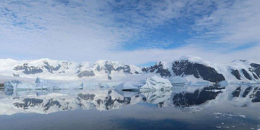 Antarktika'dan kopan dev buz dağı