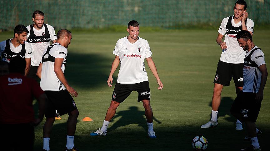 Pepe takımla ilk antrenmana çıktı