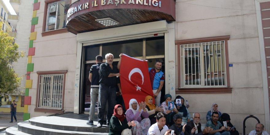 """AKP'li Galip Ensarioğlu: """"Partinin önünde eylem yapan annelerin çoğu HDP'li"""""""