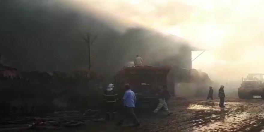 Gaziantep'teki dev besi çiftliğinde yangın devam ediyor