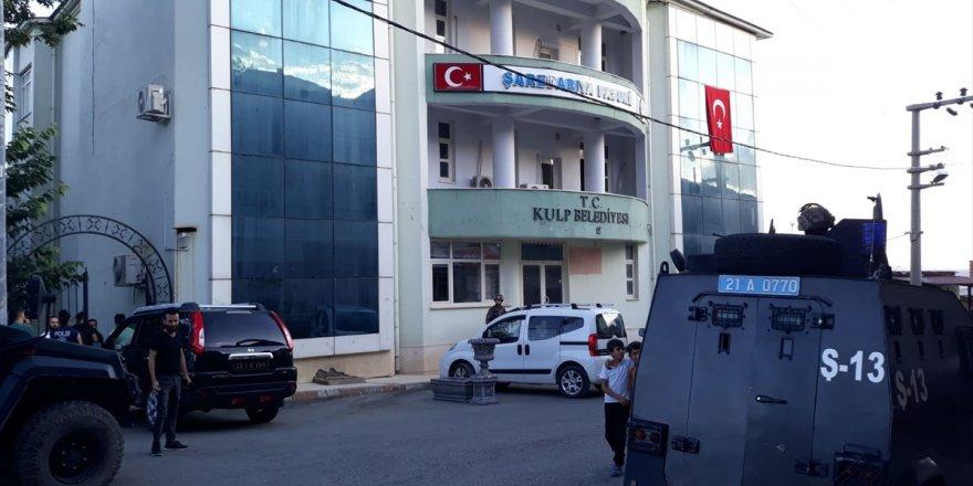 Hain saldırının ardından Kulp Belediyesi'nde ve HDP binasında arama