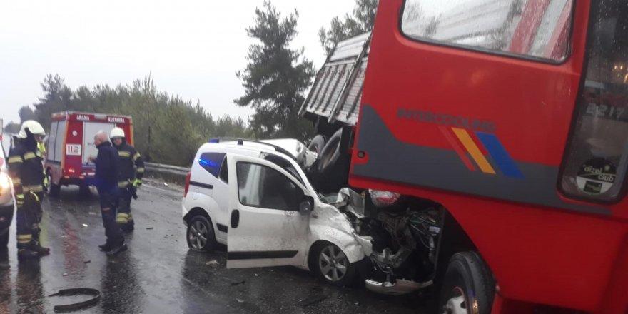 Karşı şeride geçen kamyon felakete neden oldu!