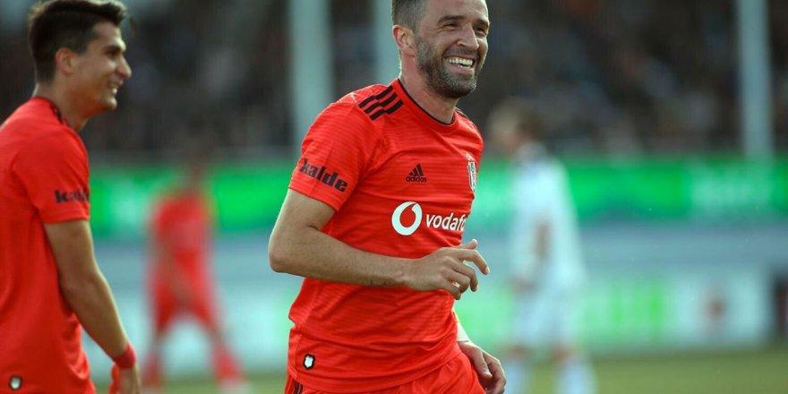 Beşiktaş Gökhan Gönül'ün sözleşmesini uzatıyor