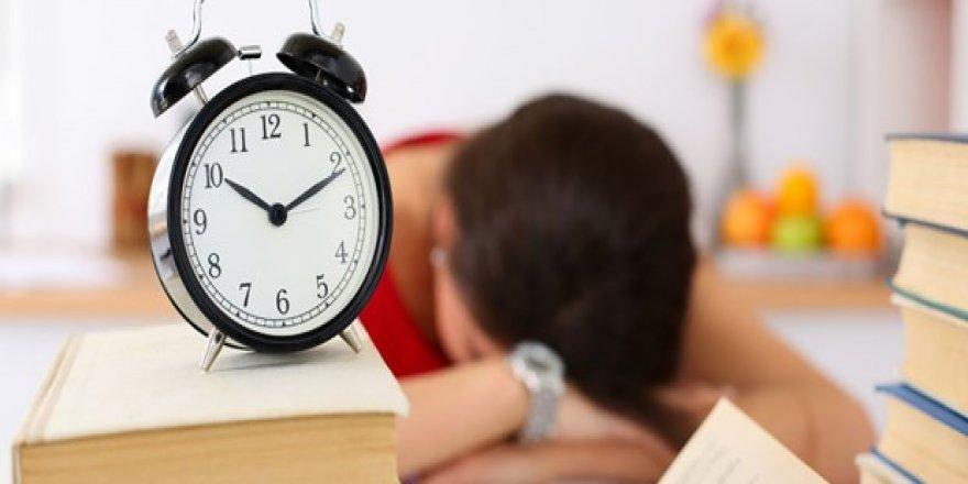 Kısa süreli öğle uykusu kalbi koruyor