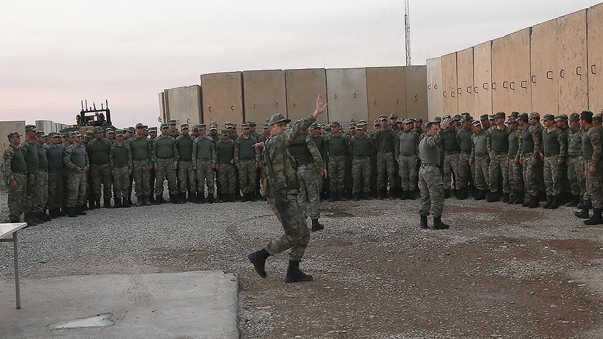 Erdoğan Başika kampındaki askerlerle  görüştü