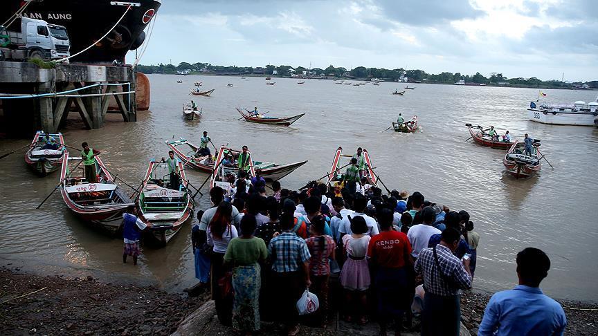 Myanmar'da binlerce kişi çatışmalardan kaçıyor