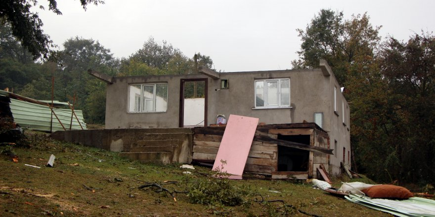 Hortumda 12 ev hasar gördü