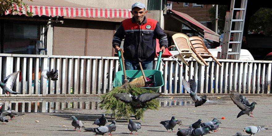 Zonguldak'ta temizlik işçisinden öğrencilere burs!