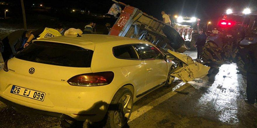 Çankırı'da otomobille traktör çarpıştı