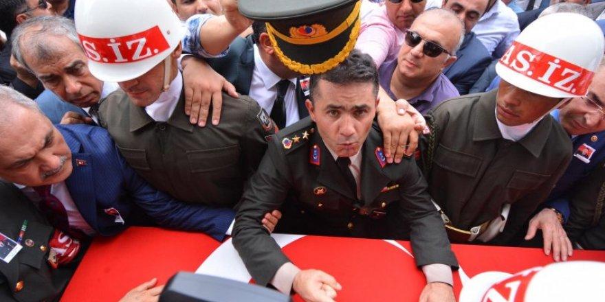 Yarbay Mehmet Alkan'a 'Reis özür bekliyor' notu