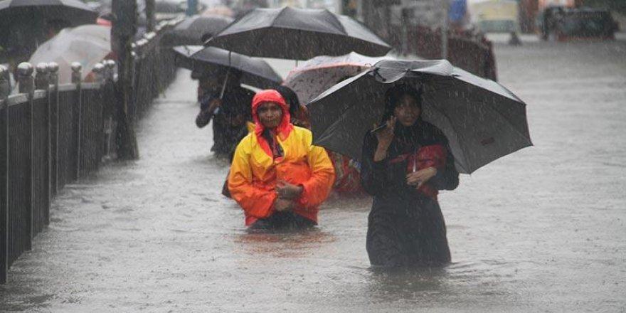 Hindistan'da sel felaketi: 2 binden fazla kişi öldü