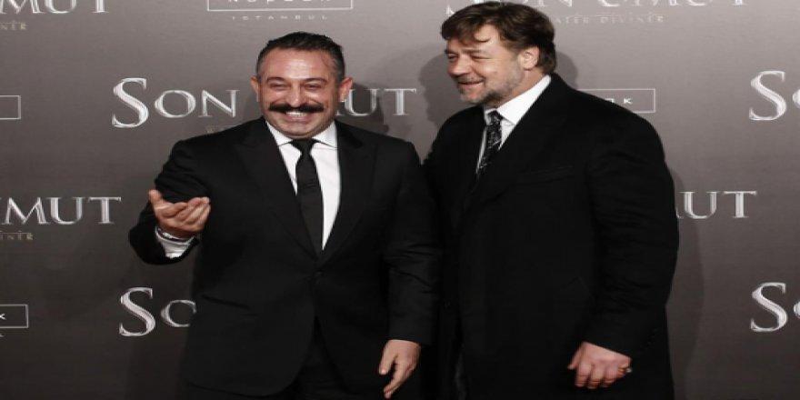 """Cem Yılmaz'ı tebrik eden Russell Crowe'a yanıt: """"Amcanın oğlu olsa yapmaz"""""""