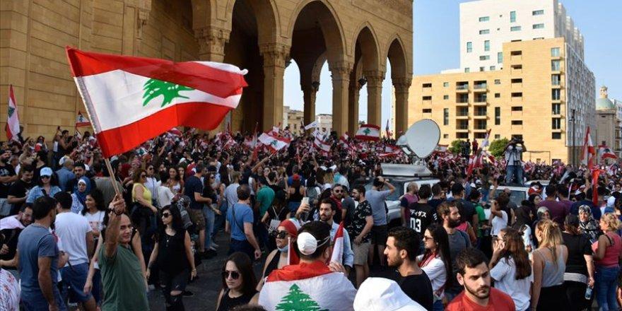 Lübnan'da on binler hükümetin istifasını istiyor