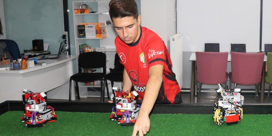 Futbol oynayan robotlarla Türkiye'yi temsil edecekler