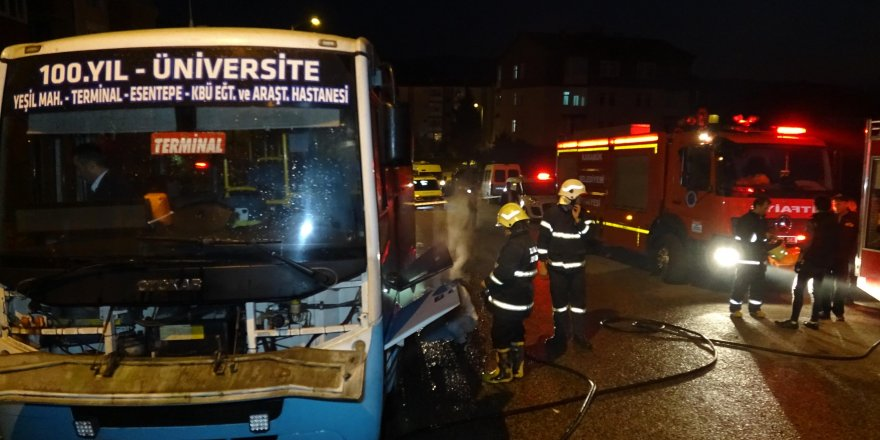 Karabük'te halk otobüsünün motoru yandı!