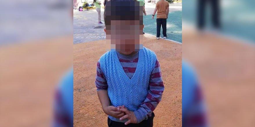 Servis aracında unutulan çocuğu polis buldu