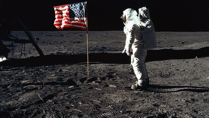 Ay'a ayak basan son astronot  öldü