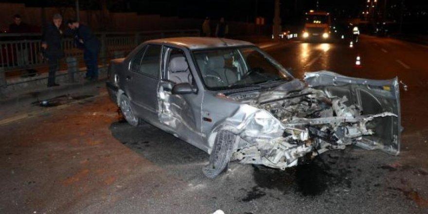 Babasına ait otomobille kaza yapıp kaçtı