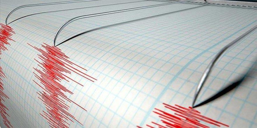 Endonezya'da deprem! Tsunami uyarısı yapıldı