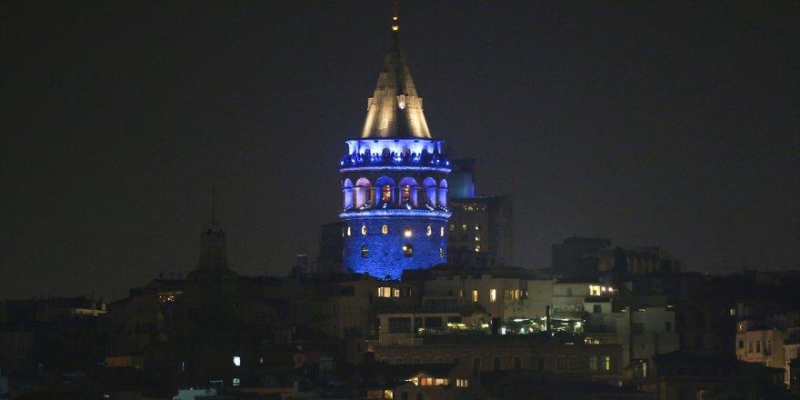 Galata Kulesi maviye büründü!