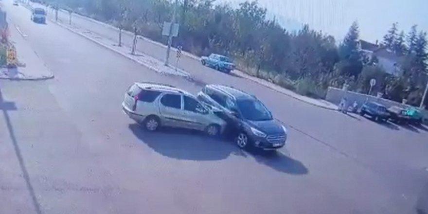 Otomobilin cipe çarptığı kaza kamerada