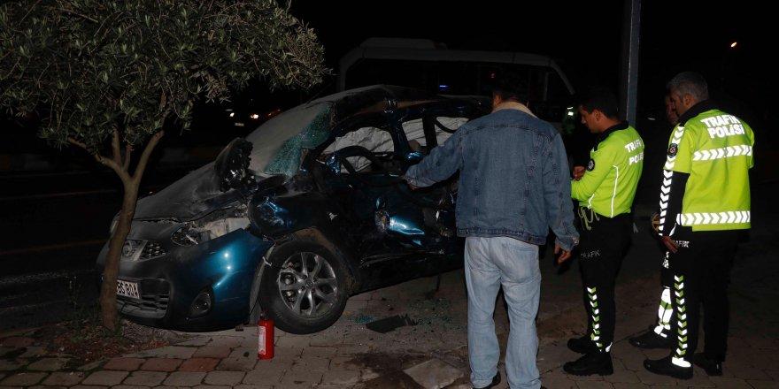 Minibüs ile otomobil çarpıştı: Ölü ve yaralılar var