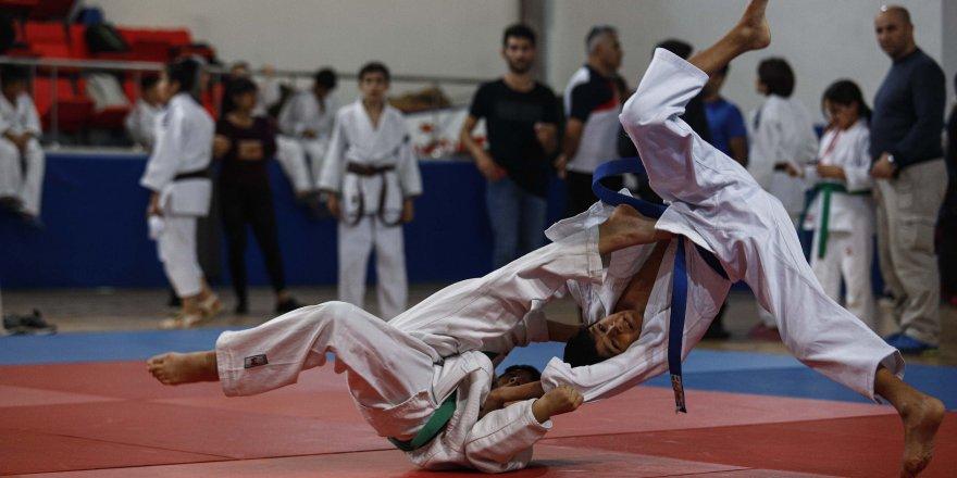 Bakan Kasapoğlu, 2'nci Judo Turnuvası'nı izledi
