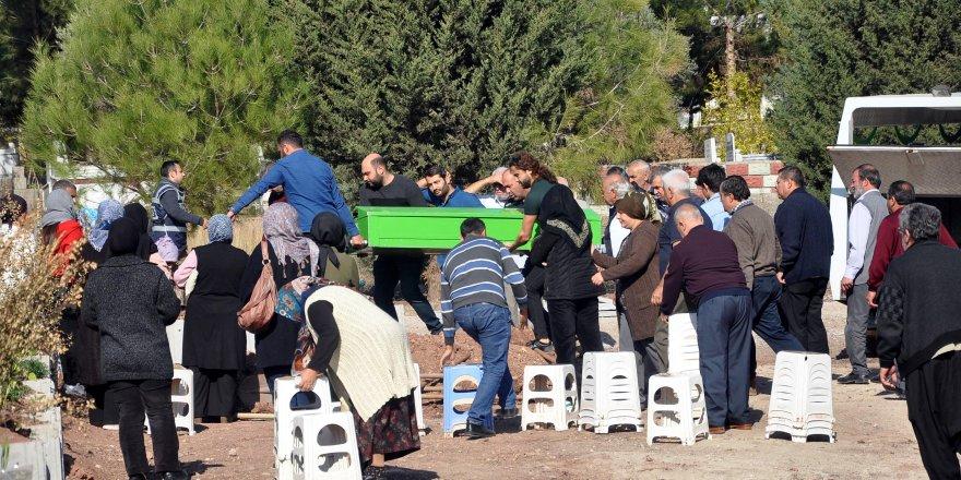 Polis kardeşinin öldürdüğü Ebru, toprağa verildi