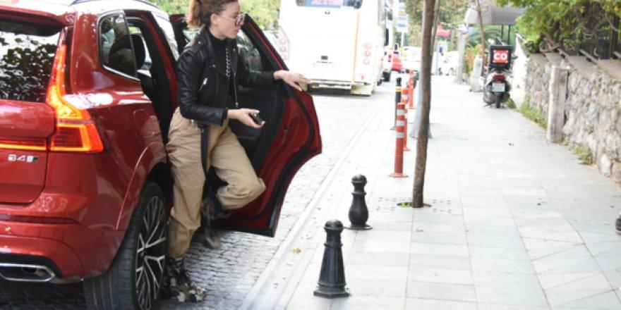 Serenay Sarıkaya'nın 6 bin TL'lik botları