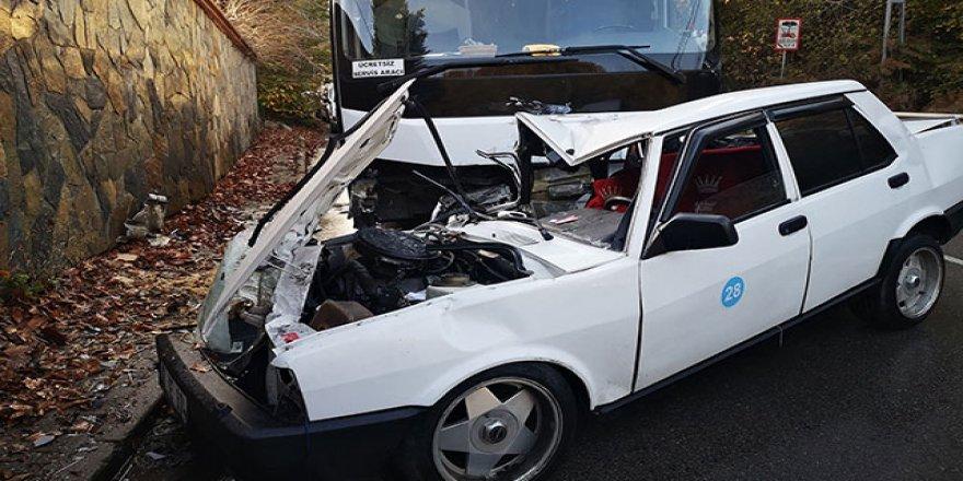 Beykoz'da otomobille otobüs çarpıştı