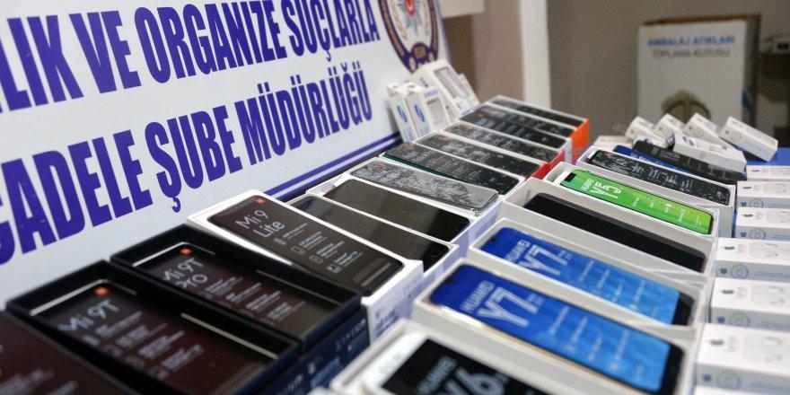 Seyyar satıcıdan 90 bin liralık telefon çıktı