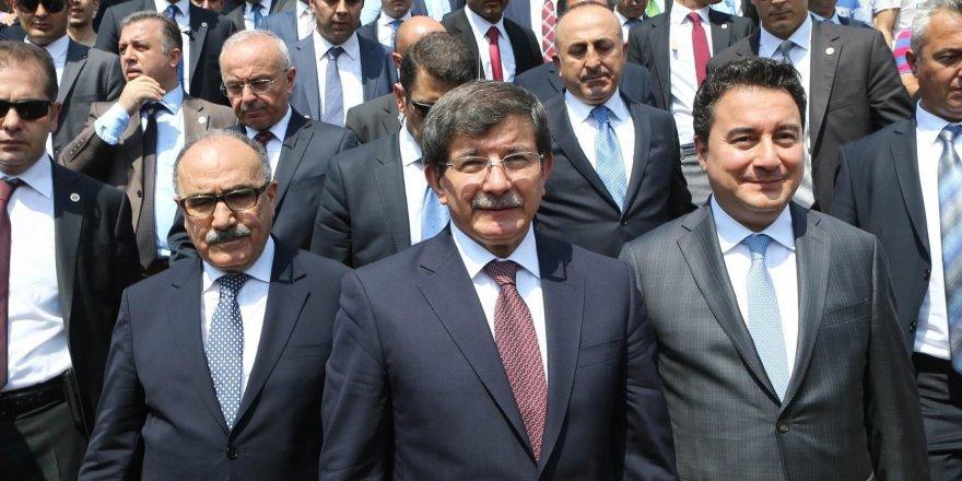 Davutoğlu ve Babacan yeni parti için başvuru yaptı mı?