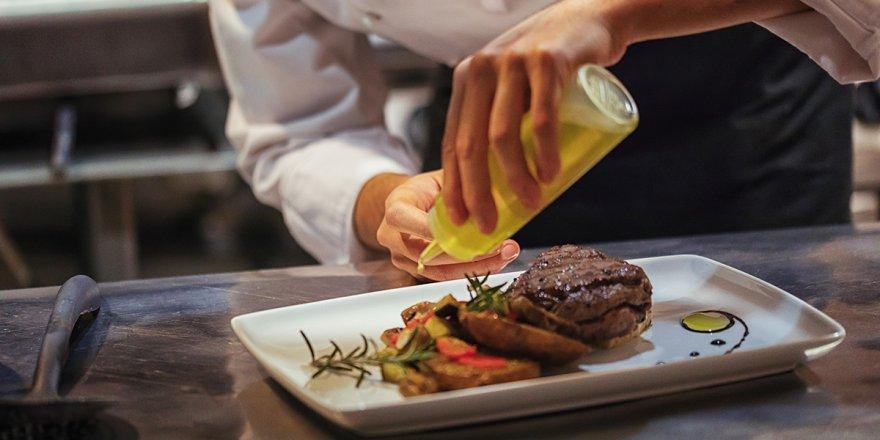 Çalışanlar itiraf etti... Restoranlarda bu yemeklerden uzak durun!
