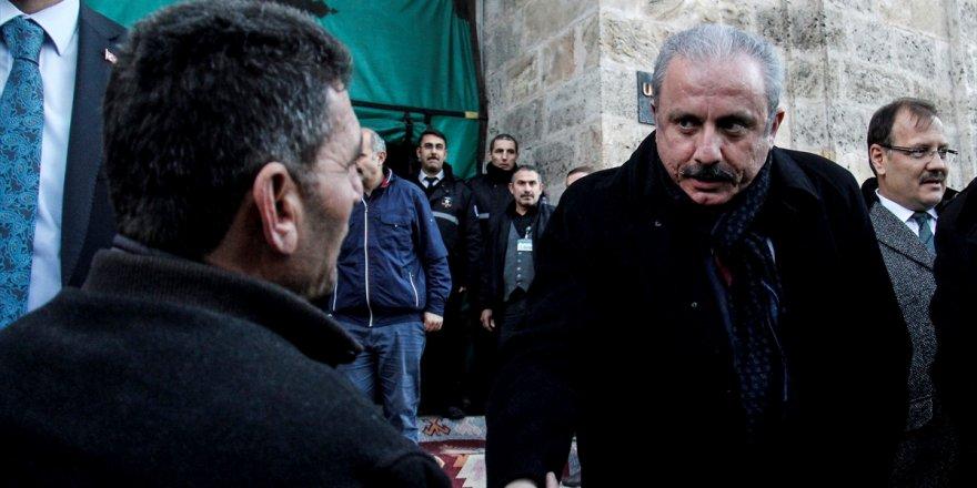 AKP'li Şentop için Cuma namazı geç kılındı!