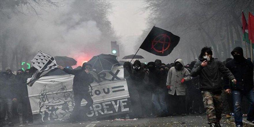 Fransa'da genel grev hayatı felç etti