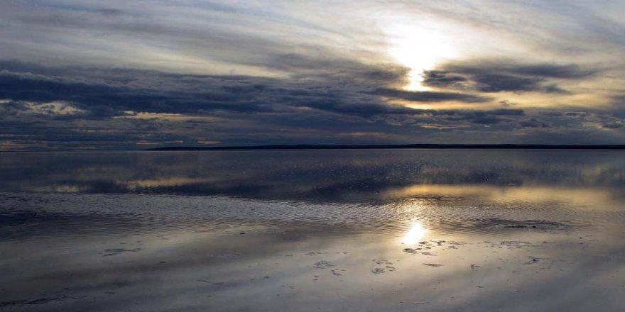 Suya kavuşan Tuz Gölü güzelliğiyle büyüledi