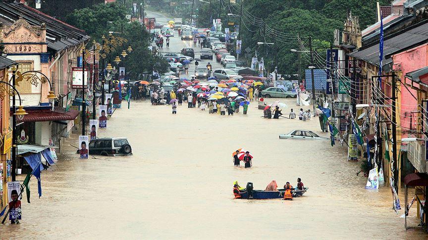 Malezya'da sel baskını yaklaşık 4 bin kişiyi yerinden etti