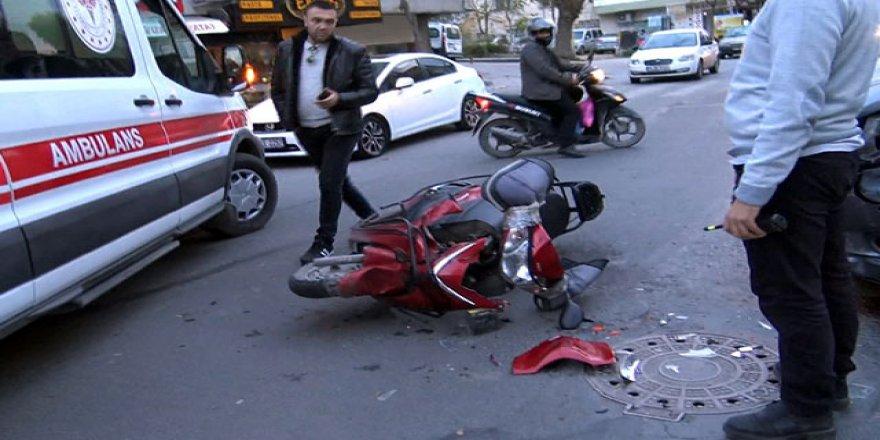 Minibüs, motosikletliye çarptı