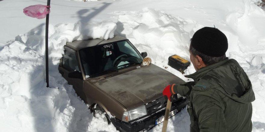 Dağ köyü 3 gün sonra kar esaretinden kurtarıldı
